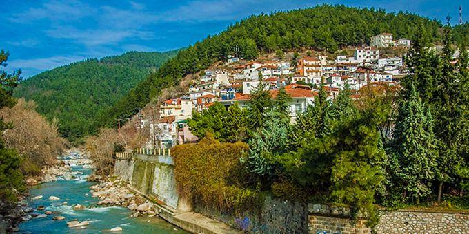 Το Ξανθιώτικο Καρναβάλι κλείνει μισό αιώνα ζωής, και το γιορτάζουμε συγκεντρώνοντας δέκα λόγους να επισκεφθούμε την ομορφότερη πόλη της Θράκης.