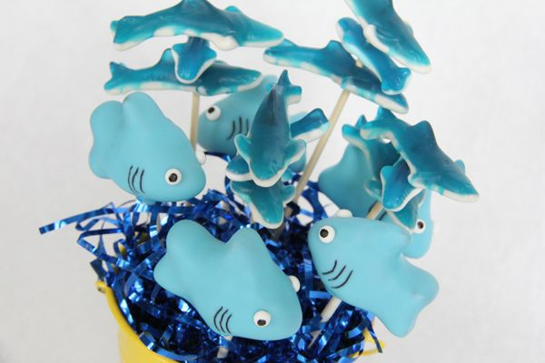 tutorial: how to make shark cake pops for an under the sea party