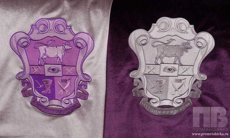 Вышивка герба на чехлах для подушек
