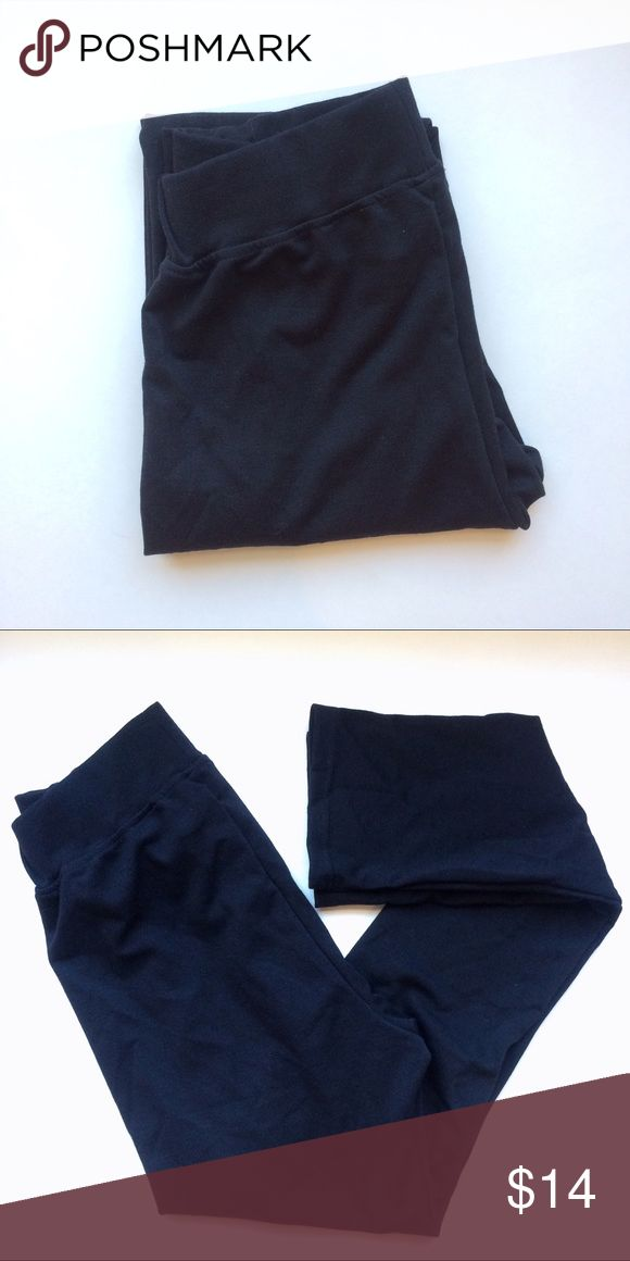 Merona black leggings Description: Thick black leggings with accent lines. Skinny fit, full length. Perfect for layering with a dress or wearing with a cute top! Size: Small Brand: Merona by Target Condition: No flaws Merona Pants Leggings
