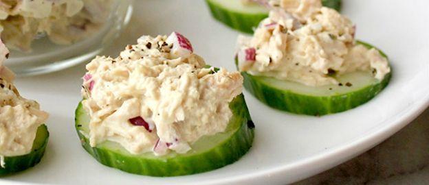 Vlugge hapjes van komkommer met tonijnsalade, helemaal zelfgemaakt, met een receptje voor mayonaise!