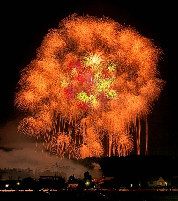 The world largest fireworks during the Katakai Fireworks Festival in Ojiya city. The diameter about 800m at 800m height above ground level.