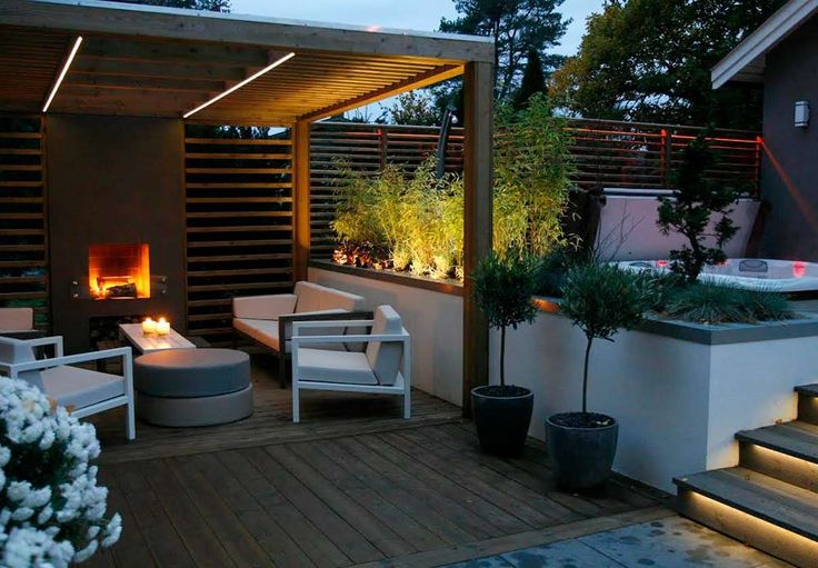 Summer style!! Wonderful modern contemporary covered outdoor garden, deck, terrace veranda with an outdoor fireplace and a hot tub spa! Darren Saines Hagedesign AS
