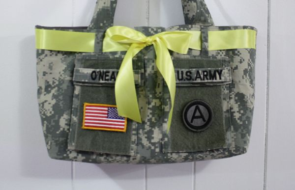 diy ACU diaper bag! I NEED to do this! What a great way to make a useable keepsake out of Nick's uniform