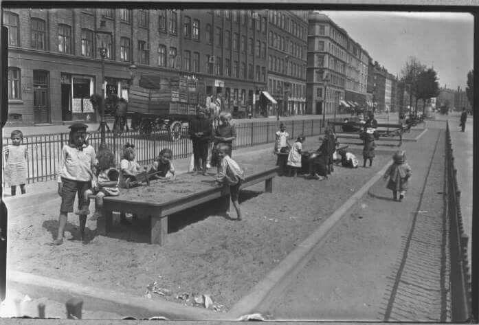 Sandkasse med børn på Sønder Boulevard. Foto Holger Damgaard