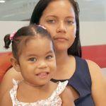 Los padres de una niña de un año y siete meses solicitaron ayuda al Gobierno y a cualquier sector de la población para realizarle un implante en el oído a la menor, para que pueda escuchar. La niña nació con problemas auditivos y necesita una operación que cuesta 27 mil dólares. Rocío Taveras y Miguel …