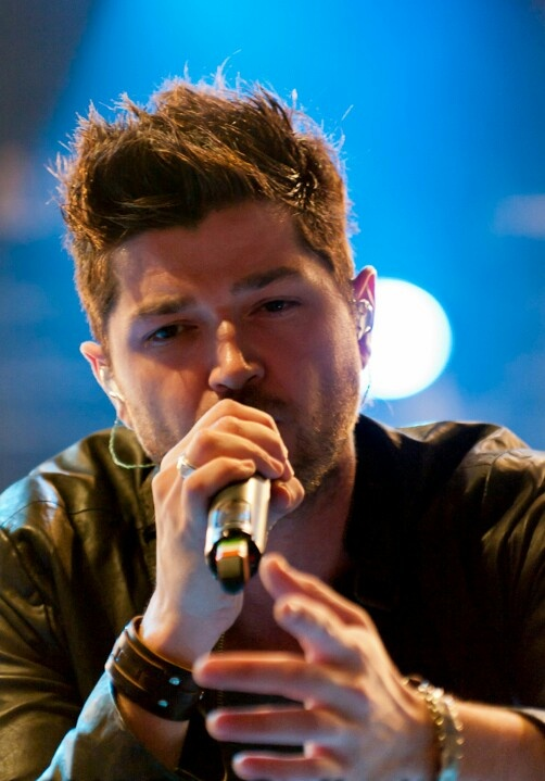 To be serenaded by Danny must be.. Heaven.  #theScript