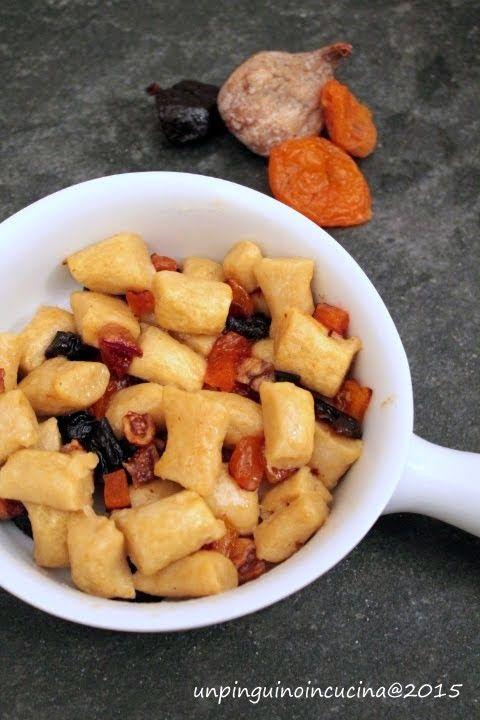 Un pinguino in cucina: Chickpea Gnocchi with Dried Fruit - Gnocchi di ceci con frutta secca