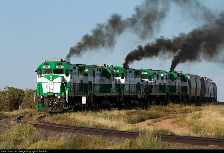 APA 98 Apache Railway MLW C424 at Snowflake Junction, Arizona (USA).