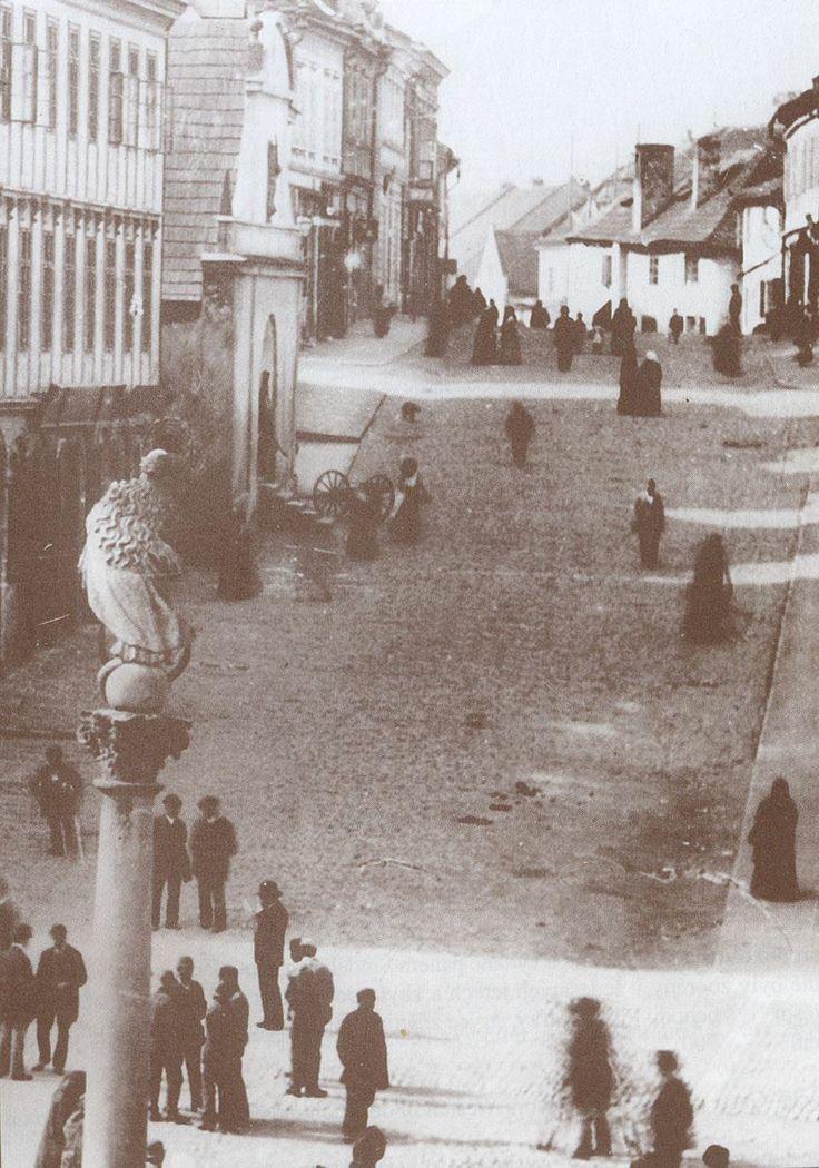 Kouřimská ulice v roce 1880 (vydlážděna v r.1865)