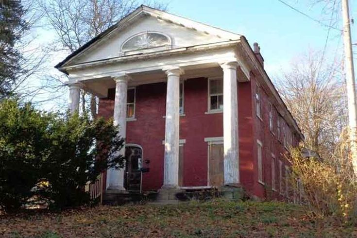 1000 images about fun old fixer uppers on pinterest abandoned mansions abandoned homes and. Black Bedroom Furniture Sets. Home Design Ideas