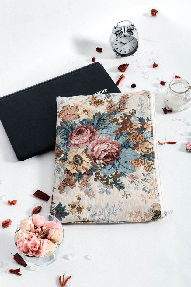 Florale Tasche für Notebooks und Laptops im Boho Stil / notebook sleeve with floral ornaments, flower print made by CasesLab via DaWanda.com