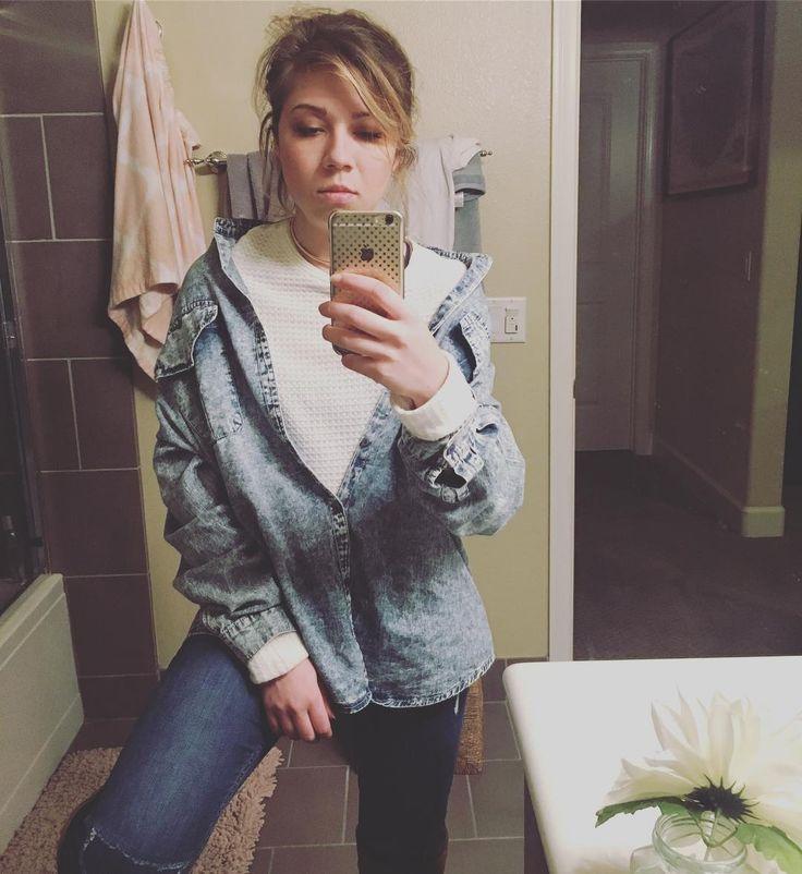 Jennette Mccurdy mirror selfie