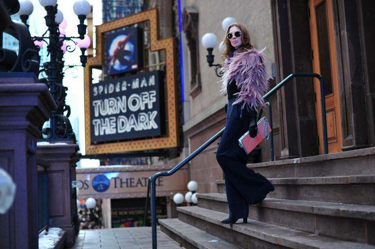 Charlize Mystery wybrała ekstrawaganckie bolero z piór ARYTON z kolekcji wiosna-lato 2014 podczas nowojorskiego Tygodnia Mody