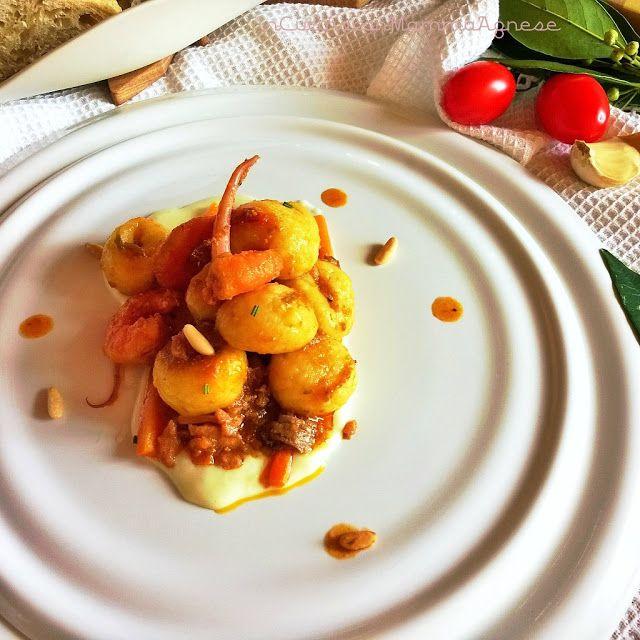 In Cucina con Mamma Agnese: Gnocchi Misto Mare con pinoli tostati su letto morbido di Patate all'Asiago 😋