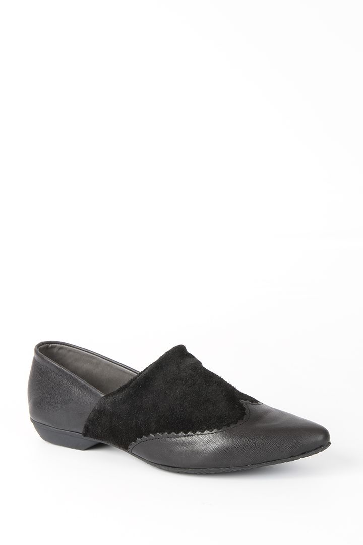 BLACK POINTED SHOE