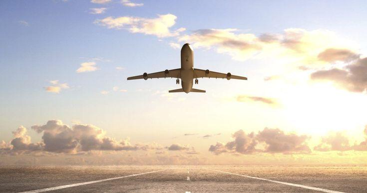Cómo obtener un código de promoción para pasajes de avión. Los precios de los pasajes de avión varían según factores como la anticipación con que los reservas y el número de paradas del vuelo. Planear y comprar pasajes con anticipación puede ayudarte a conseguir el mejor precio. También puedes ahorrar dinero usando códigos de promoción para pasajes de avión, los cuales están disponibles en numerosas ...