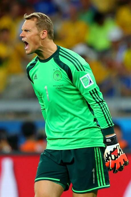 Manuel Neuer reacts at his defence after Oscar scores a consolation for Brazil