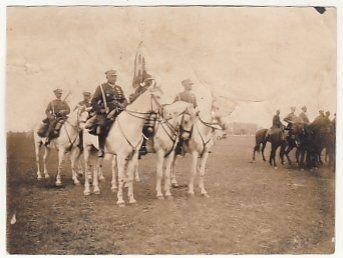 Poczet Sztandarowy 20 Pułku Ułanów z Rzeszowa na błoniach Krakowskich