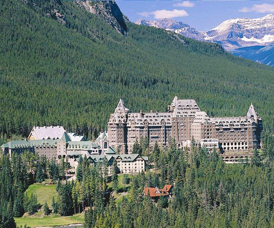 discover the castle in the rockies the fairmont banff. Black Bedroom Furniture Sets. Home Design Ideas