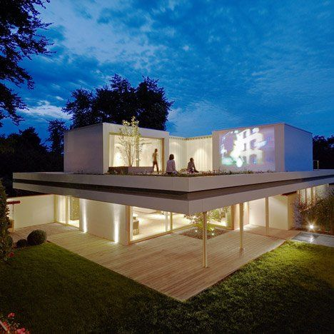 I love the clean lines and design as well as the use of the wall as an outdoor theater.