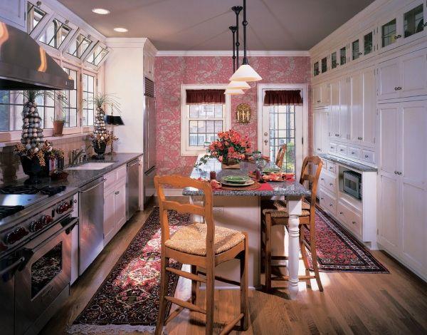 Серо-розовые обои для кухни