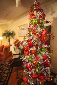 Christmas Tree Decorating Idea-Snowy Tree with Red and Lime Green