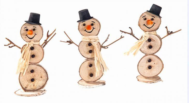 Petits bonshommes de neige en rondelles de bois - Loisirs créatifs à petits prix VBS Hobby Service