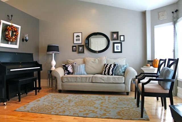 Beige and blue contrast walls color on the couch wall - Sofa color for beige wall ...