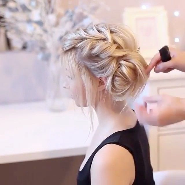The thin haired girls guide to a  T E X T U R E D • U P D O ・・・ WATCH  this video for some GREAT techniques used to achieve this textured UPDO by the talented @tonyastylist ✨Repost by @beyondtheponytail
