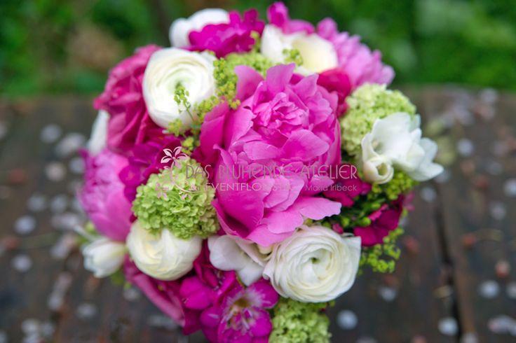 grün: Schneeball.. passend zu pinken Callas und cremefarbenen Blumen als Kombi <3