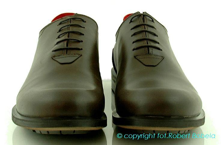 Ambitious – buty męskie z Portugalii. A wszystko to za sprawą wykorzystywania intensywnego koloru, odważnych wzorów oraz ozdobników zaprojektowanych pod oczekiwania klienta. Namiętnością Ambitious jest projektowanie butów dla każdego rodzaju klienta. aby były wygodne, modne i luksusowe. http://zebra-buty.pl/model/3910-polbuty-meskie-ambitious-2032-008