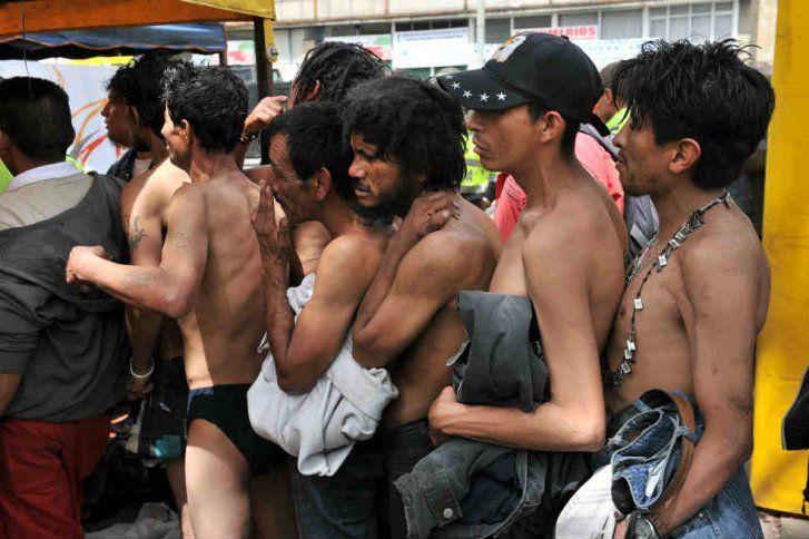 Habitantes de la calle estarían siendo enjaulados en Medellín Luis Bernardo Vélez, concejal de la ciudad, denunció que al parecer un sitio fue adecuado con jaulas para encerrar en las noches a los indigentes.