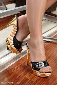 Resultado de imagen para pantyhose feet heels