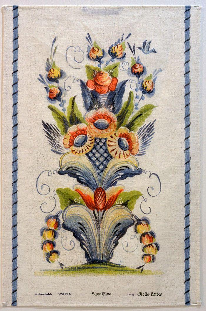 En av handdukarna som Slottsbarbro gjort för Almedahls. Äkta kurbitsmåleri vill jag lova! (Foto Kurbits)