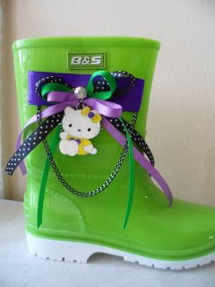 green wellies with ribbons hello kitty by ellishoes.blogspot.com