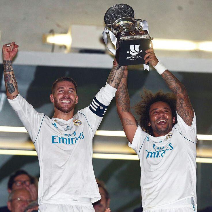 Ramos e Marcelo erguendo a Supertaça da Espanha