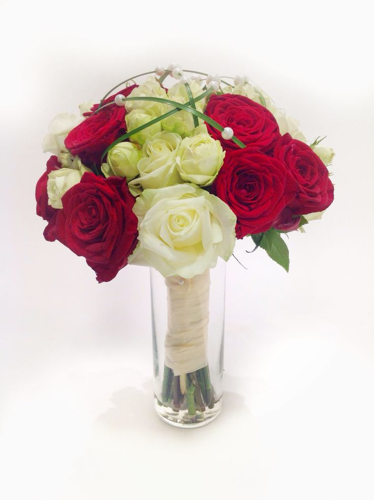 Brautstrauß rot/weiß mit Rosen