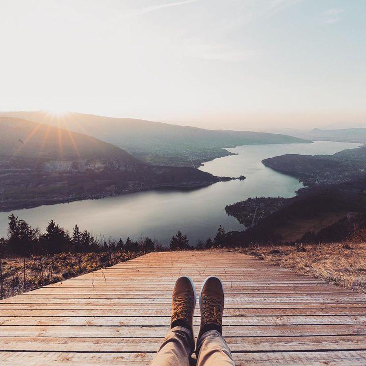 Une vue de dingue sur le lac d'Annecy🇫🇷Col de la Forclaz antoineguillou-photography.fr via @aguillouphotography / Instagram