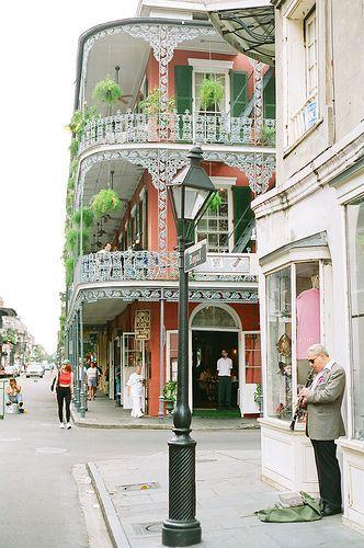 Top 10 Things to do In New Orleans! (Besides drunken debauchery on Bourbon Street)  Read more on www.avenlylanetravel.com