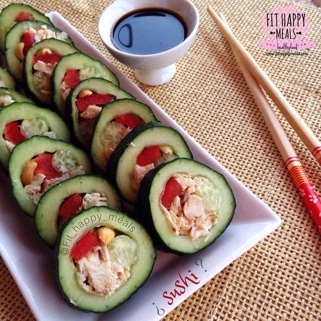 2⃣: Cucumber Sushi! With chicken/tuna, red pepper and peanuts! .➡️ SUSHI DE PEPINO !!.Cortamos el PEPINO limpio por l mitad, lo vacíamos con la ayuda de un cuchillo o deshuesa manzanas. rellenamos con tiras de pimiento rojo, pollo o atún mezclado con un poco de queso de untar, para que se prense bien. Y se corta con cuidado una vez relleno.He añadido algún cacahuete y salsa de soja baja en sodio..Por cierto, sobre la foto anterior, del VIDEO DE LOS 100K, acabamos de...