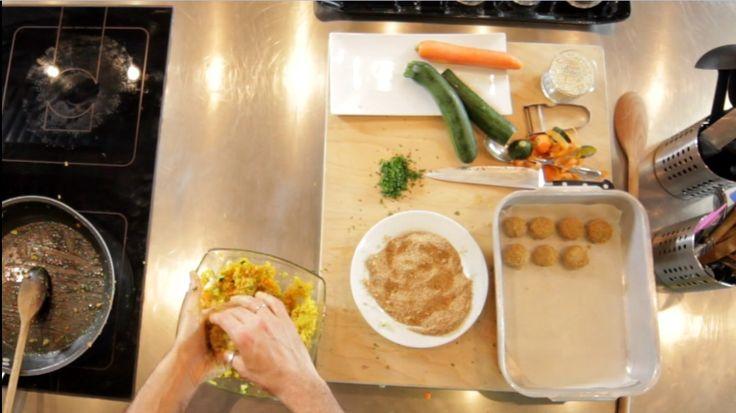 Le video ricette: le polpette di quinoa - fare le polpette ed impanarle
