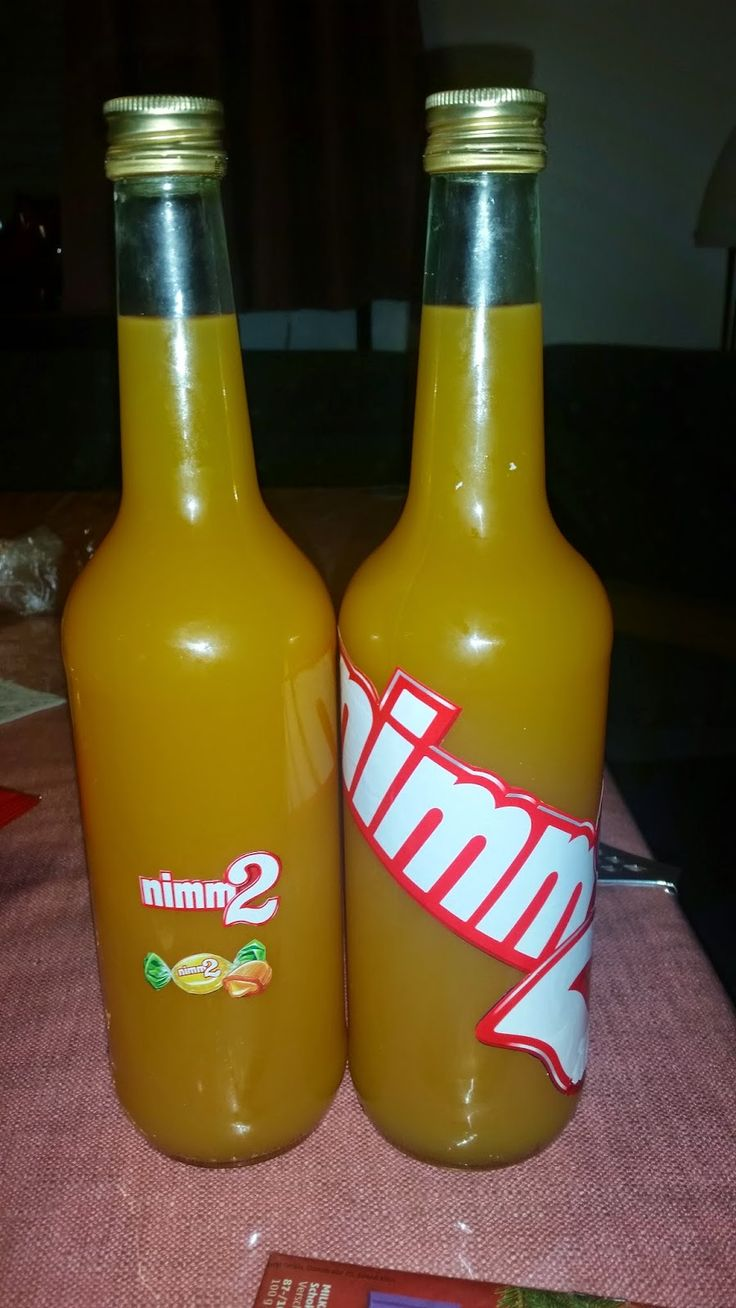 Zutaten:  240g Nimm 2 Bonbons (1 Tüte)  0,7l Korn  1,7l Multivitaminsaft        Nimm 2 Bonbons in einen Gefrierbeutel füllen und mit einem N...
