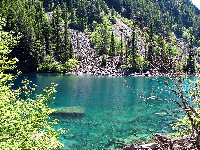 Lindeman Lake in Chilliwack, BC. 3.4km 2 hour hike, 300m elevation gain.
