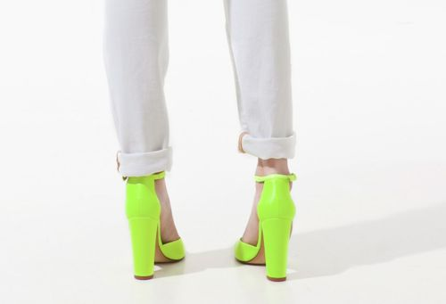 >>: A Fashion, Neon White, Neon Heels, Color, Limes Shoes, Knights Cat, Neon Shoes, White Neon, Neon Yellow