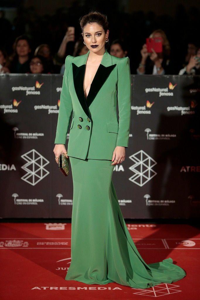 La alfombra roja del Festival de Cine de Málaga 2017....    Blanca Suárez...    Blanca Suárez eligió un vestido verde con tirantes y pronunciado escote en uve de Roberto Diz que combinó con una chaqueta del mismo color con hombreras y estilo ochentero.