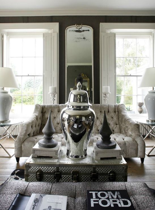 Amazing Living Room Design With Taupe Gray Grasscloth