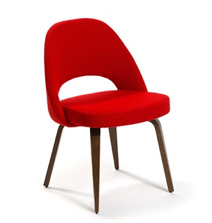 executive chair with wood legs by eero saarinen