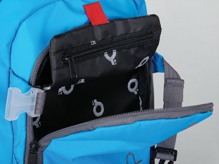 W plecakach młodzieżowych z kolekcji SteetHit można znaleźć skrytą kieszeń, która posiada jeden fałszywy zamek. Sprytne rozwiązanie ułatwiające schowanie drogocennych przedmiotów.