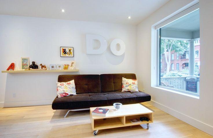 Диван клик-кляк (37 фото): практичность и комфорт в 3 щелчка http://happymodern.ru/divan-klik-klyakfoto-praktichnost-i-komfort-v-3-shhelchka/ Благодаря ярким акцентам в виде подушек, темный диван очень гармонично смотрится в светлом интерьере